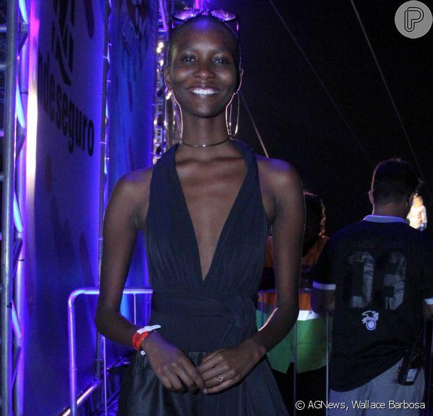 Modelo Mahany Pery curte festival de música em Niterói antes de sua estreia em Nova York. Canta Niterói acaonteceu no domingo, 23 de julho de 2017