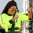 Ludmilla solta o rebolado no palco do Canta Niterói