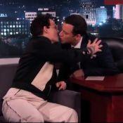Johnny Depp e Jimmy kimmel se beijam durante entrevista pela segunda vez