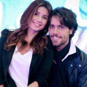 Namorado 'invade' palco e canta para Paula Fernandes em show: 'Minha menina'