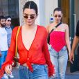 Kendall Jenner esteve com a modelo Bella Hadid no bairro Chelsea, em Nova York, neste domingo, 30 de julho de 2017