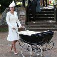 Kate Middleton já havia usado o vestido-casaco Alexander McQueen no batizado da filha caçula, Charlotte, em 5 de julho de 2015
