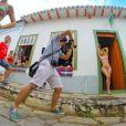 Ticiane Pinheiro posa de biquíni e exibe barriga sequinha