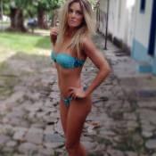 Ticiane Pinheiro faz fotos de biquíni e mostra corpão em campanha de moda
