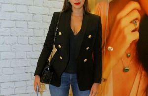 Bruna Marquezine aposta em decote e batom vermelho para ir ao teatro. Fotos!