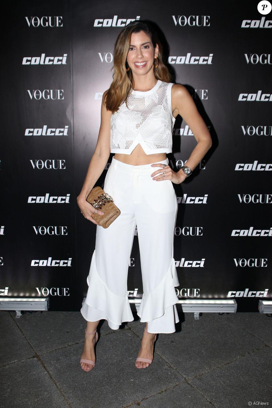Camila Coutinho apostou em um look all white para  o lançamento da coleção primavera/verão 2018 da Colcci e da edição de agosto da revista 'Vogue', em São Paulo, em 1° de agosto de 2017