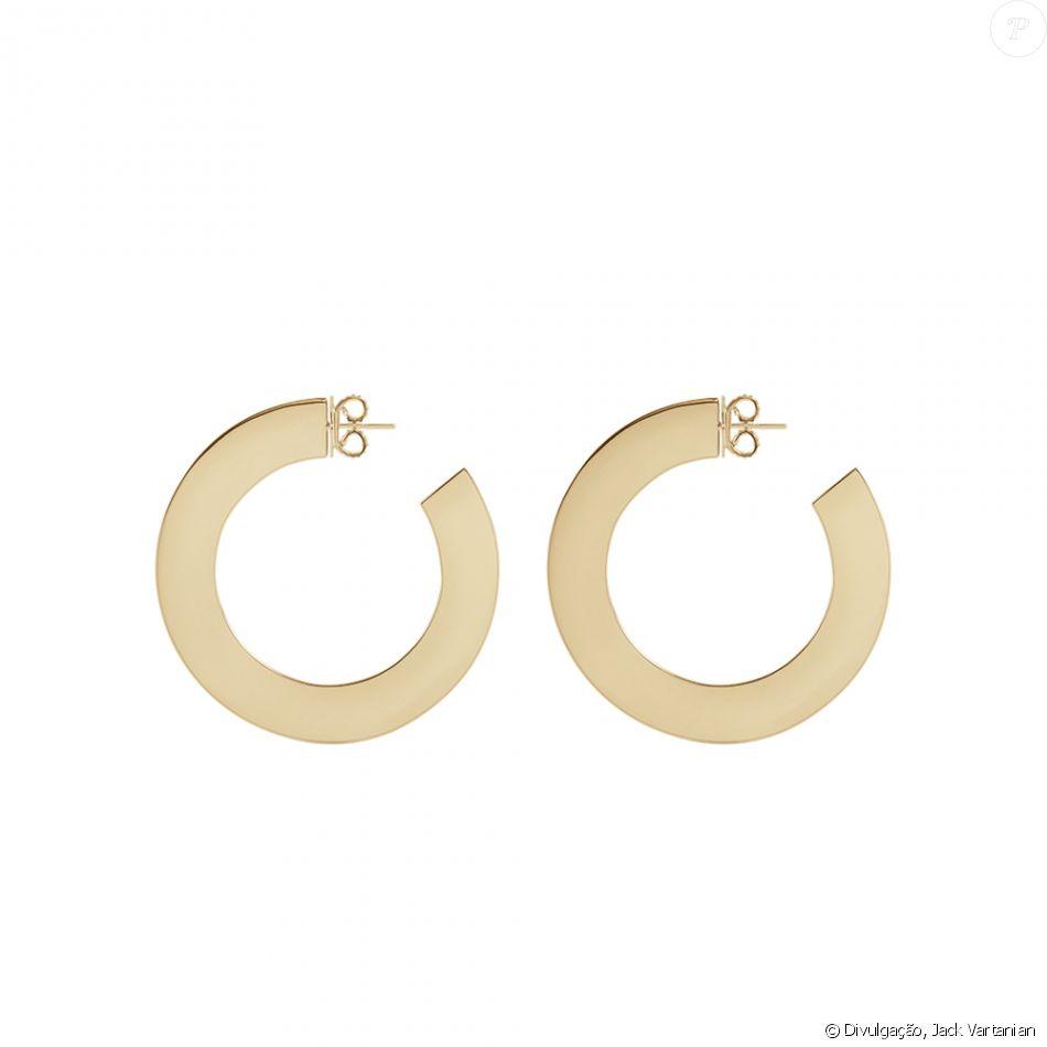 22a3352ac9e4e Os brincos de argola usados por Camila Coutinho são de prata com banho de ouro  amarelo 18K e estão à venda nas lojas Jack Vartanian por R  2,5 mil