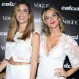 Tanto Camila Coutinho como Giovanna Ewbank usaram look brancos Colcci no lançamento da coleção primavera/verão 2018 da marca, em São Paulo, em 1° de agosto de 2017