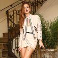 Marina Ruy Barbosa escolheu  um conjunto de couro creme da grife Bo.bô, composto por saia assimétrica com amarrações e jaqueta de R$ 5.798, para um lançamento de coleção da marca, em 1º de junho de 2017