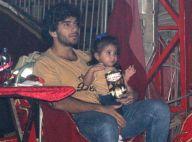 Filha de Deborah Secco, Maria Flor come pipoca no circo com o pai, Hugo Moura
