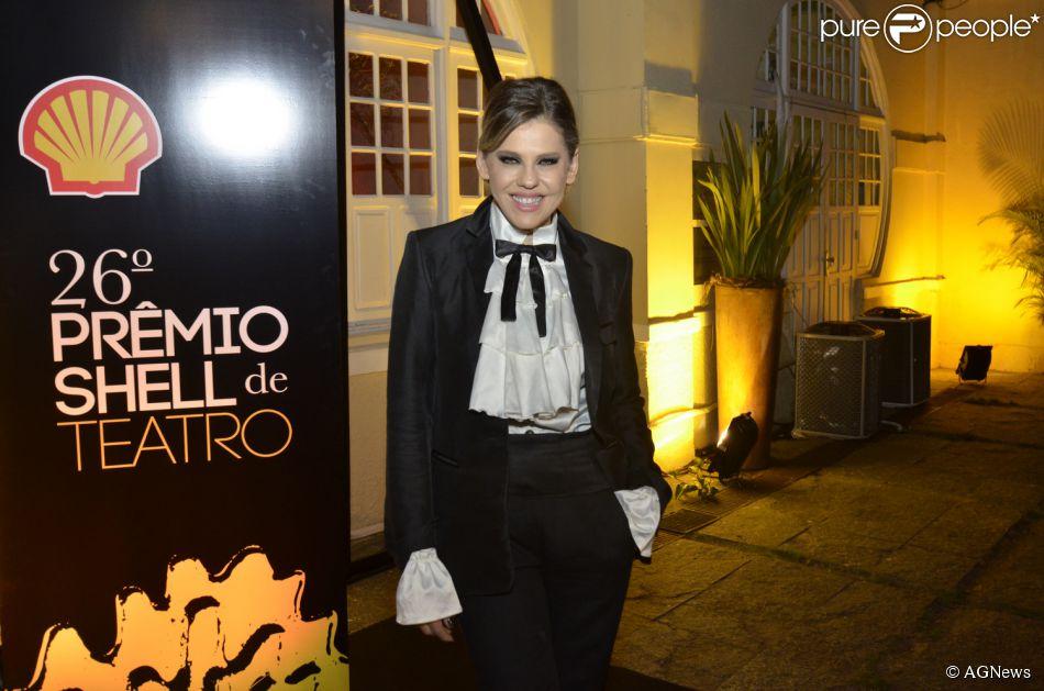 Bárbara Paz estaria vivendo romance com diretor da TV Globo. A informação é do colunista Leo Dias, do jornal carioca 'O Dia' (10 de abril de 2014)