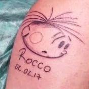 Rafa Brites grava Felipe Andreoli fazendo tatuagem para o filho, Rocco: 'Fofo'