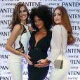 Marina Ruy Barbosa e Camila Queiroz acariciam a barriga de Sheron Menezzes