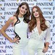 Marina Ruy Barbosa e Camila Queiroz posam juntas em evento