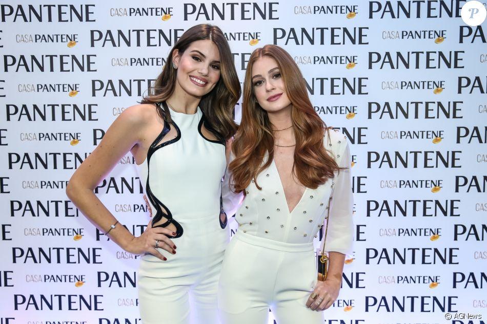 Marina Ruy Barbosa e Camila Queiroz posaram juntas na inauguração da Casa Pantene, em São Paulo, na quarta-feira, 9 de agosto de 2017