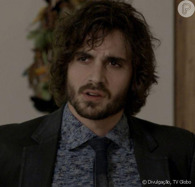 Na novela 'A Força do Querer', Ivan (Carol Duarte) assusta o irmão, Ruy (Fiuk), ao aparecer barbado