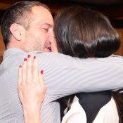 Malvino Salvador ganha beijão de Kyra Gracie em pré-estreia no teatro. Fotos!