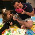 Ceará, pai da carismática Valentina, adora postar momentos descontraídos com a filha, como imitações e entrevistas que realiza com a pequena
