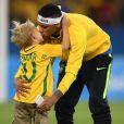 Neymar é um pai presente na criação de David Lucca e sempre que possivel leva o filho ao estádio para ver os seus jogos