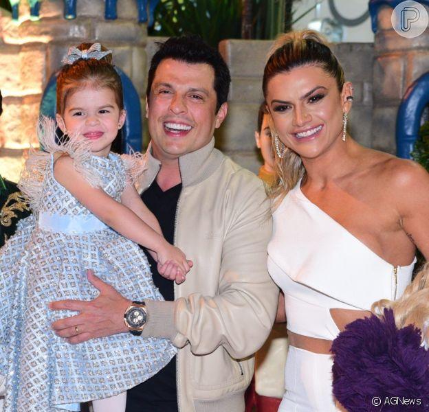 Filha de Ceará e Mirella Santos, Valentina ganhou festa de aniversário dos pais nesta sexta-feira, 11 de agosto de 2017