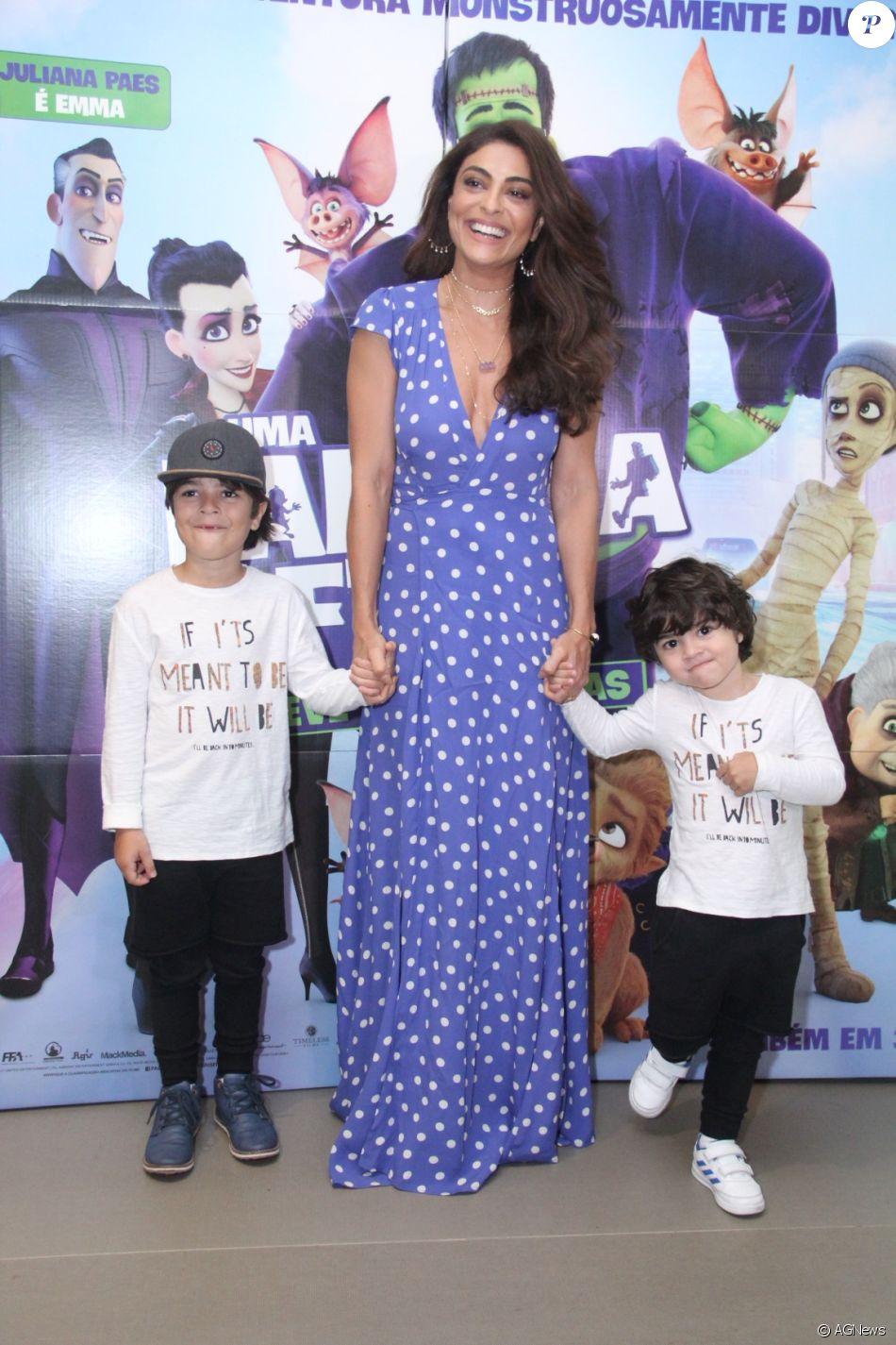 Juliana Paes levou os filhos para assistirem à pré-estreia do filme 'Uma Família Feliz', no Rio de Janeiro, neste sábado, 12 de agosto de 2017