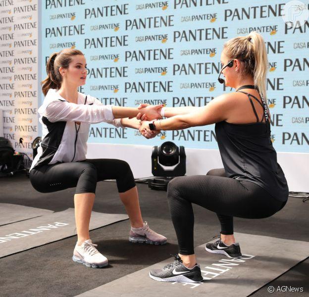 Camila Queiroz participou de um treino funcional na Casa Pantene, em São Paulo, neste domingo, 13 de agosto de 2017