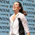 Camila Queiroz suou e se divertiu em manhã de treino funcional, na Casa Pantene, em São Paulo, neste domingo, 13 de agosto de 2017