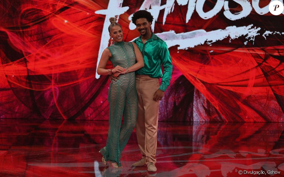 Adriane Galisteu estreia na 'Dança dos Famosos', do 'Domingão do Faustão', e bomba na web, em 13 de agosto de 2017
