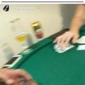Bruna Marquezine vence o pai, Telmo, em jogo de cartas e brinca: 'Presente'