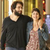 Humberto Carrão curte passeio abraçado à namorada, Chandelly Braz. Fotos!