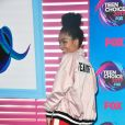 A atriz note-americana  Yara Shahidi ainda usou blusa Libertine  no Teen Choice Awards, realizado no Galen Center, em Los Angeles, neste domingo, 13 de agosto de 2017