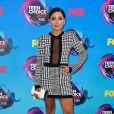 Gabi DeMartino usou look com transparência no Teen Choice Awards, realizado no Galen Center, em Los Angeles, neste domingo, 13 de agosto de 2017