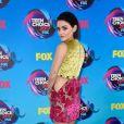 O vestido  Fausto Puglisi usado porLucy Hale no Teen Choice Awards 2017 contava com recortes laterais