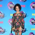 Liza Koshy usou vestido  Alice + Olivia outono 2017   no Teen Choice Awards, realizado no Galen Center, em Los Angeles, neste domingo, 13 de agosto de 2017