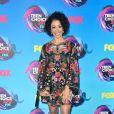 Liza Koshy usou vestido Alice + Olivia outono 2017  no Teen Choice Awards, realizado no Galen Center, em Los Angeles, neste domingo, 13 de agosto de 2017