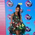 Pepi Sonuga chamou atenção com um look Lie Sangbon coberto por borboletas  no Teen Choice Awards, realizado no Galen Center, em Los Angeles, neste domingo, 13 de agosto de 2017