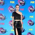 Melissa Benoist usou conjunto Zeynep Arçay  no Teen Choice Awards, realizado no Galen Center, em Los Angeles, neste domingo, 13 de agosto de 2017