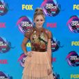 Chloe Lukasiak usou vestido Leilou por Aleksandra Dojcinovic  no Teen Choice Awards, realizado no Galen Center, em Los Angeles, neste domingo, 13 de agosto de 2017