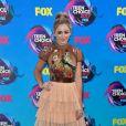 Chloe Lukasiak usou vestido Leilou por Aleksandra Dojcinovic no Teen Choice Awards, realizado no Galen Center, em Los Angeles, neste domingo, 13 de agosto de 2017