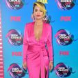 Rita Ora usou look decotado  Alexandre Vauthier  no Teen Choice Awards, realizado no Galen Center, em Los Angeles, neste domingo, 13 de agosto de 2017