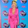 Rita Ora usou look decotado  Alexandre Vauthier  no Teen Choice Awards, realizado no Galen Center, em Los Angeles, neste domingo, 13 de agosto de 2017
