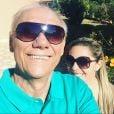 Marcelo Rezende foi homenageado pela namorada, Luciana, no Dia dos Pais