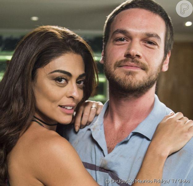 Rubinho (Emílio Dantas) e Bibi (Juliana Paes) se tornam 'o barão e a baronesa do pó' depois que Sabiá (Jonathan Azevedo) é ferido e preso em tiroteiro, na novela 'A Força do Querer', em 21 de agosto de 2017