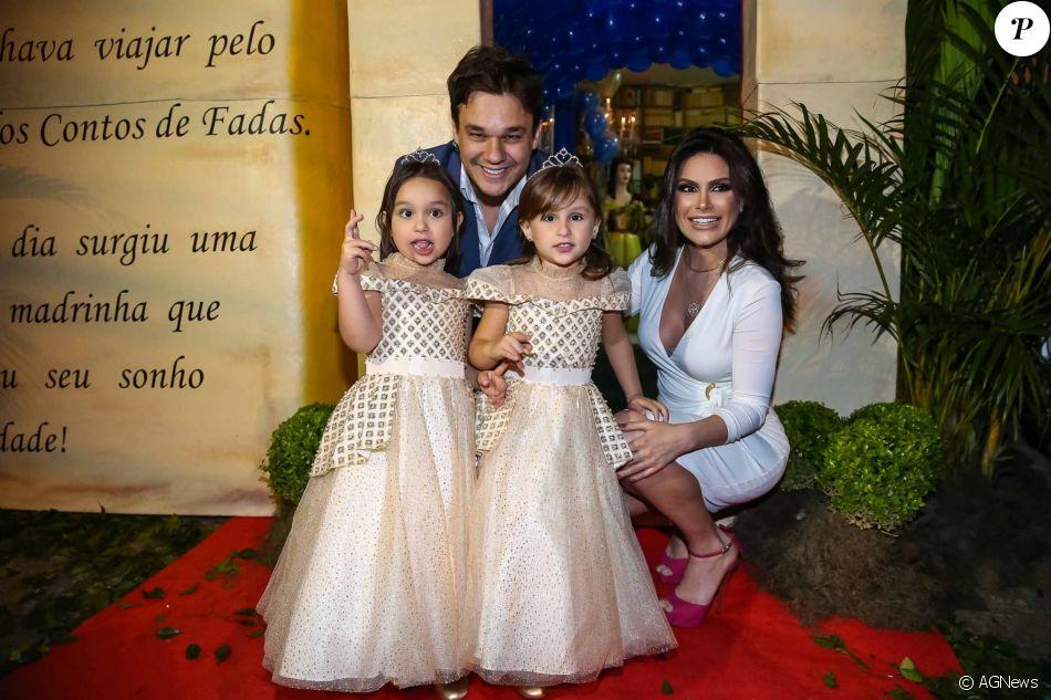 Kiara e Maya completaram 4 anos de idade e ganharam uma festa com tema de 'A Bela e A Fera'