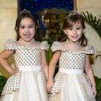 As gêmeas Natália Guimarães e Leandro, ex-KLB, usaram vestidos inspirados na princesa Bela