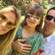 Ticiane Pinheiro viajou com o noivo, César Tralli, e a filha, Rafaella Justus, para a Bahia: 'Meus amores'