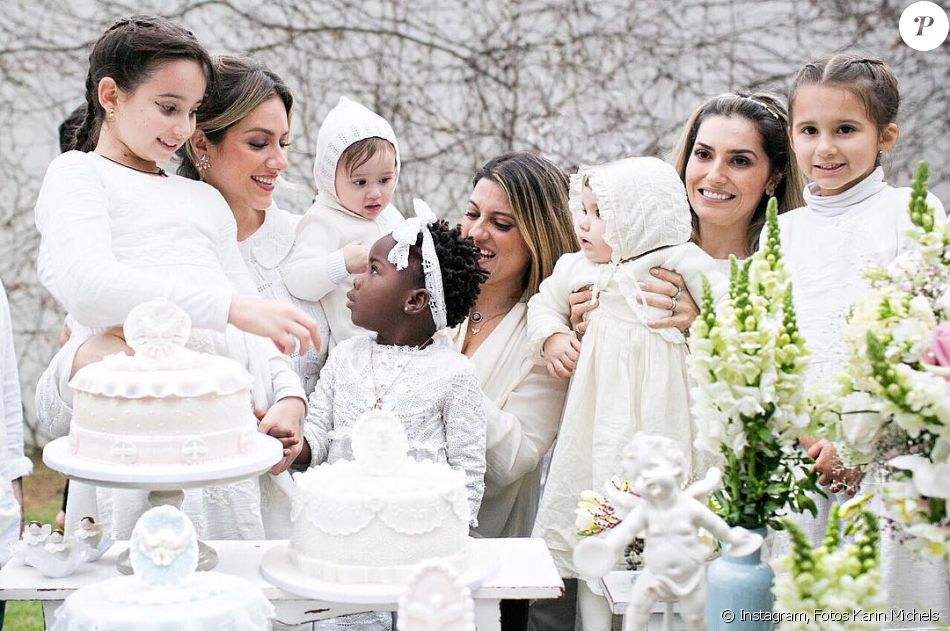 Giovanna Ewbank compartilhou fotos do batizado de Títi com as primas: 'Nosso retrato das mulheres, primas mães e primas filhas, em ordem... Nina, Gio, Lori, Títi, Babi, Oli, Pammy e Beck'