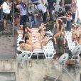 Anitta rebola em laje durante gravação de clipe