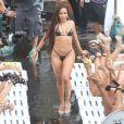 Anitta grava em laje ao lado de mulheres seu novo clipe