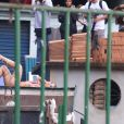 Anitta usa sandália gladiadora em gravação de novo clipe